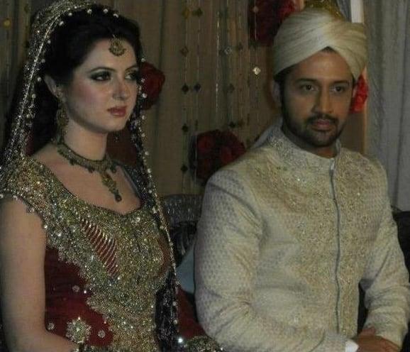 Pakistan-born singer Atif Aslam has recently married long-time girlfriend Sara Bharwana in a traditional nikaah ceremony.