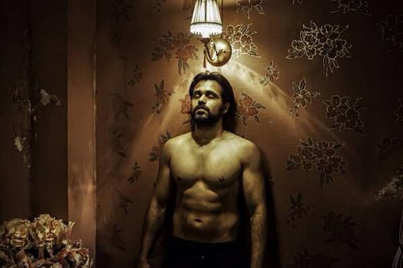 Emraan Hashmi flaunts his toned abdomen in this still from 'Ghanchakkar'. The Serial Kisser is paired across Vidya Balan in the film.