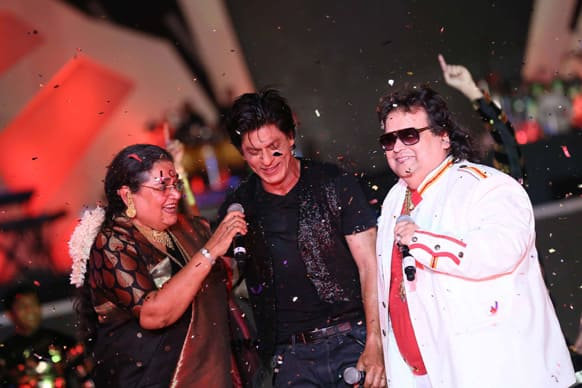 The Brand Ambassador of West Bengal, Shah Rukh Khan, sings along with renowned singers Usha Uthup and Bappi Lahiri. Image courtesy: Ravi Shanker Tulsan/Red Chillies Entertainments