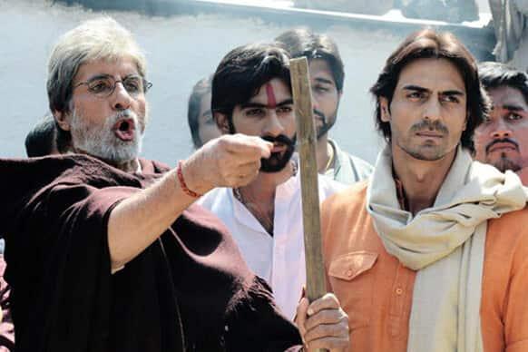 Amitabh Bachchan and Arjun Rampal in a still from Prakash Jha's 'Satyagraha'.