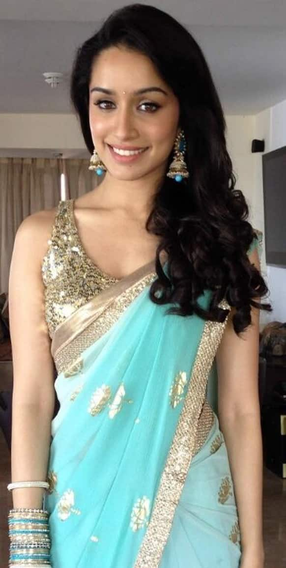Shraddha Kapoor tweeted a picture of hers in the sari she wore for the music launch of 'Aashiqui 2'. If you notice closely, this is the same sari she has worn in the song 'Tum hi ho'.