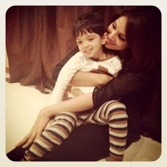 Bipasha Basu spends time with her best friend's children. Pic Courtesy: Bipasha Basu on Twitter.