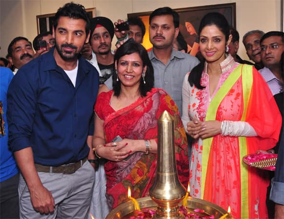 John Abraham and Sridevi attended the opening ceremony of an art exhibition by artist Aruna Tiwari (centre).