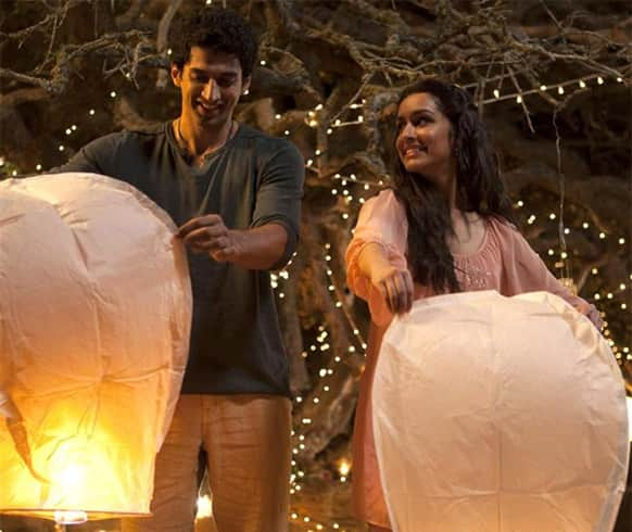 Aditya Roy Kapur and Shraddha Kapoor in a still from the film 'Aashiqui 2'.