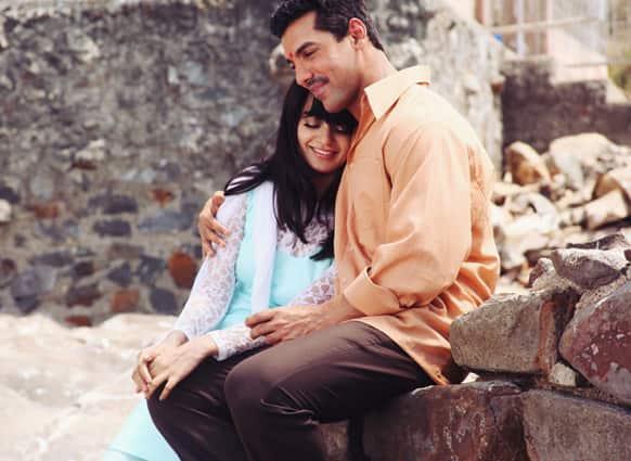 Kangna Ranaut and John Abraham in the movie 'Shootout at Wadala'.