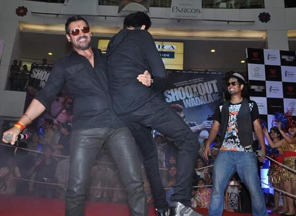 John Abraham shows his strength by picking up Anil Kapoor while promoting 'Shootout At Wadala'. Image Courtsey: Filmfare.