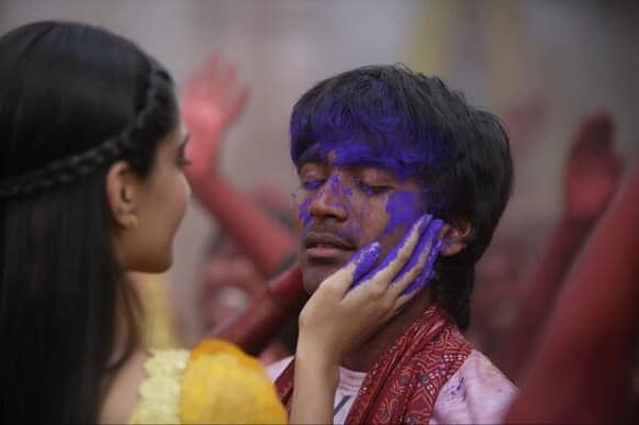 Dhanush and Sonam Kapoor in a colourful still from 'Raanjhanaa'.