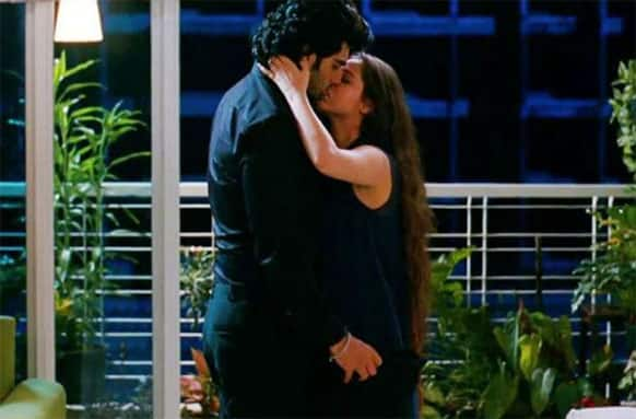 The strong chemistry between on-screen couple Arjun and Sasha is evident in this picture.