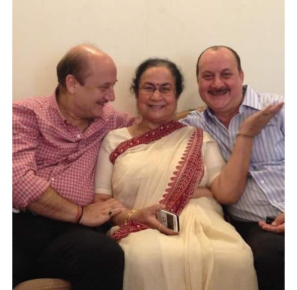 Anupam Kher and his brother Raju with their mother