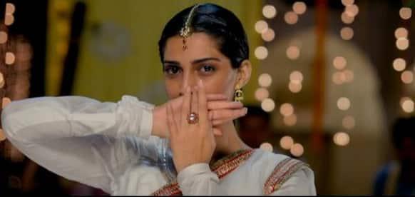 Sonam Kapoor looks angelic in this still from 'Raanjhanaa'.