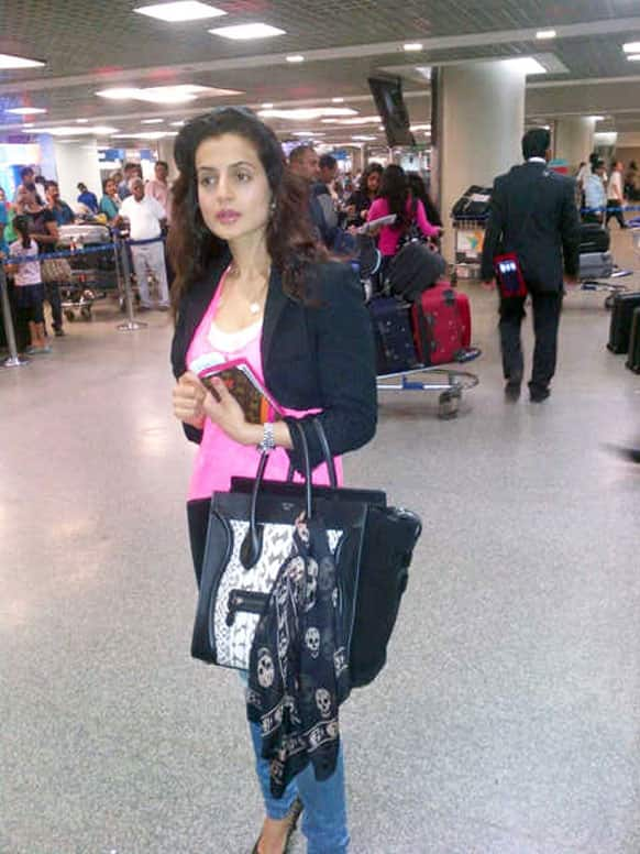 Ameesha Patel spotted at the airport waiting to leave for Cannes film fest.