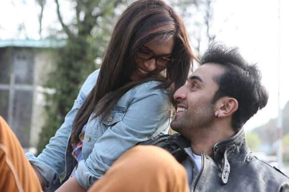 Ex-lovers Deepika Padukone and Ranbir Kapoor look at each other with love-filled eyes in this still from 'Yeh Jawaani Hai Deewani'.