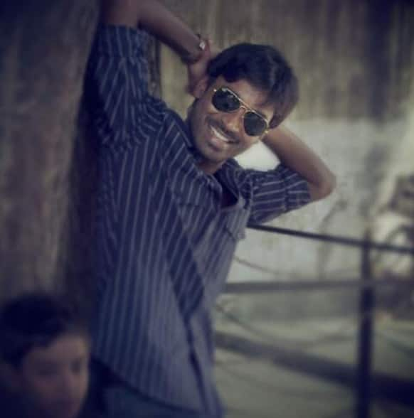 Dhanush waiting eagerly for the love of his life in this still from 'Raanjhanaa'.