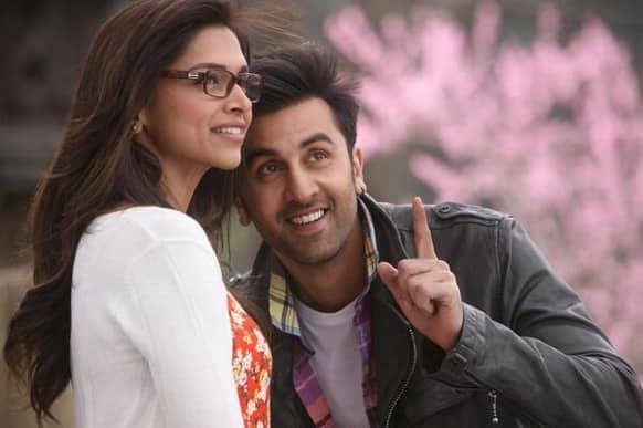 Ranbir Kapoor and Deepika Padukone look made for each other in this still from 'Yeh Jawaani Hai Deewani'. Image Courtesy: UTVStars