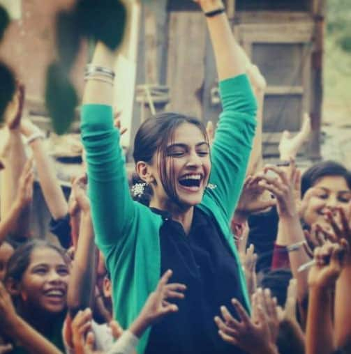 It was Sonakshi Sinha, who was supposed to play the female lead in the film. But later, she was replaced with Sonam.