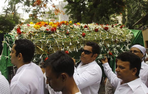 Friends and relatives carry a coffin carrying the body of Bollywood actress Jiah Khan during her funeral in Mumbai.