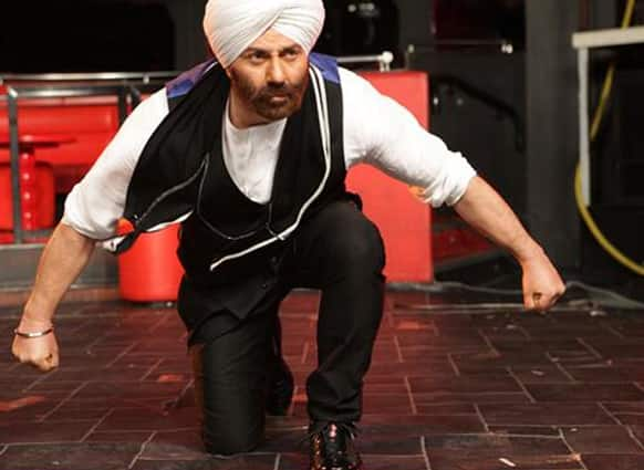 Sunny Deol all set for action in this still from 'Yamla Pagla Deewana 2'.