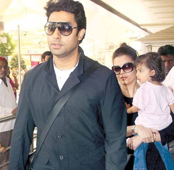 Abhishek Bachchan and Aishwarya Rai, along with their daughter Aaradhya, were spotted at the Mumbai airport recently.