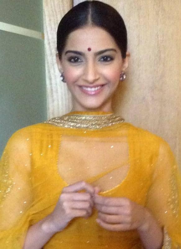 Sonam Kapoor promotes 'Raanjhanaa' in Lucknow.