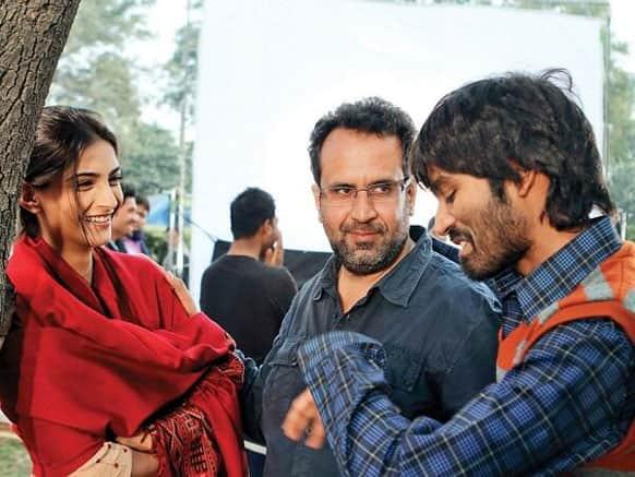 Sonam Kapoor, Anand L Rai and Dhanush on the sets of 'Raanjhanaa'.