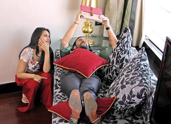 Saif Ali Khan and Sonakshi Sinha on the sets of Tigmanshu Dhulia's 'Bullett Raja'. Pic Courtesy: Filmfare