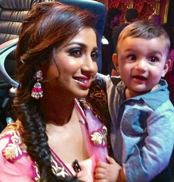 Shreya Ghoshal poses with a young fan.