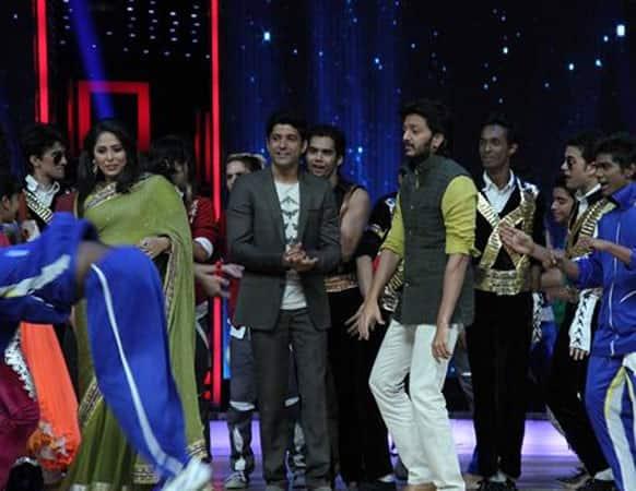 Geeta Kapoor, Farhan Akhtar and Ritesh Deshmukh on-stage at a dance reality show.