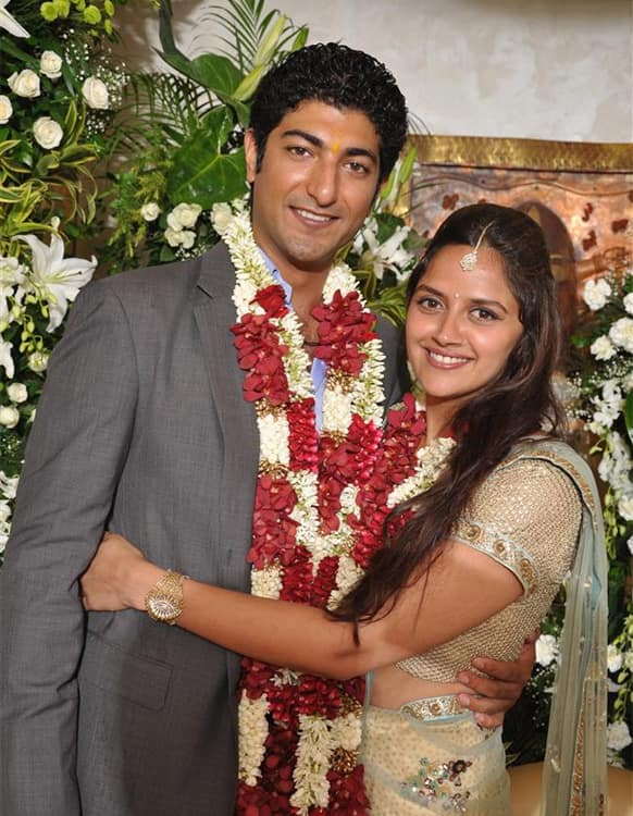 Ahana Deol poses with her fiance Vaibhav Vohra during their engagement.