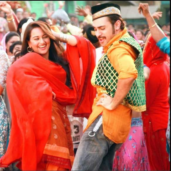 Imran Khan and Sonakshi Sinha in a still from the film 'Once Upon A Time in Mumbaai Dobara'. Pic Courtesy: Official Facebook Page of 'OUATIMD'