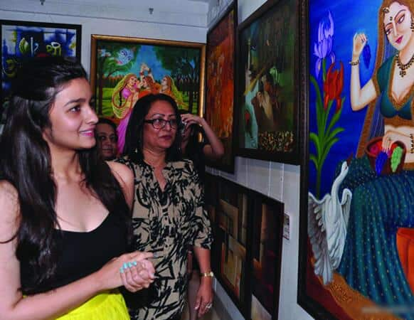 Alia Bhatt inaugurates a painting exhibition.   Photo Courtesy: Filmfare