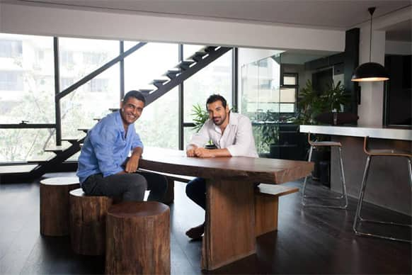 John Abraham and his brother Alan pose for the lenses.