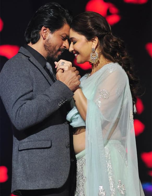 Shah Rukh Khan and Madhuri Dixit strike a nostalgic pose during the promotions of 'Chennai Express' on a dance reality show.