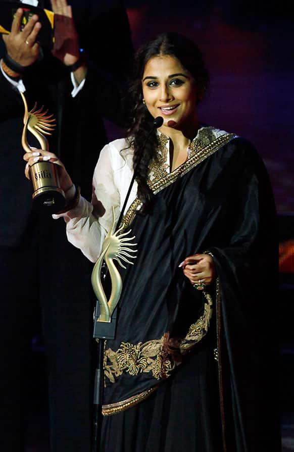 Bollywood actress Vidya Balan receives the Best Actress award during the International Indian Film Academy (IIFA) awards in Macau.