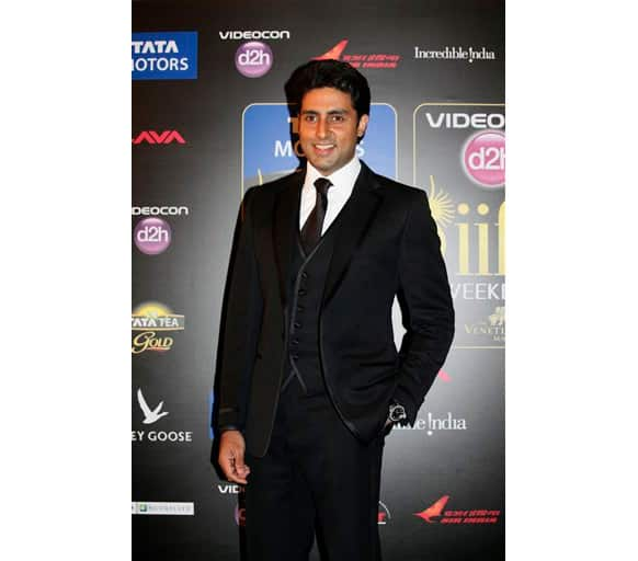 Abhishek Bachchan received an award for Best actor in Comic role.