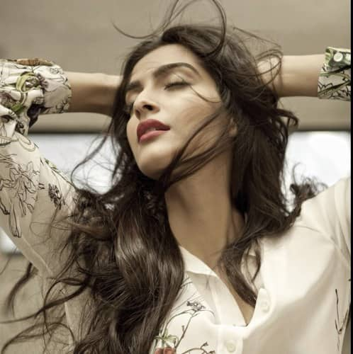 Sonam Kapoor looks stunning in this new Twitter display pic.