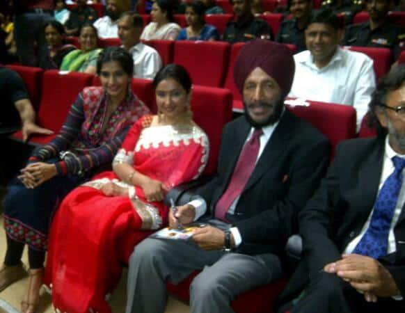 Divya Dutta poses with Milkha Singh and Sonam Kapoor.