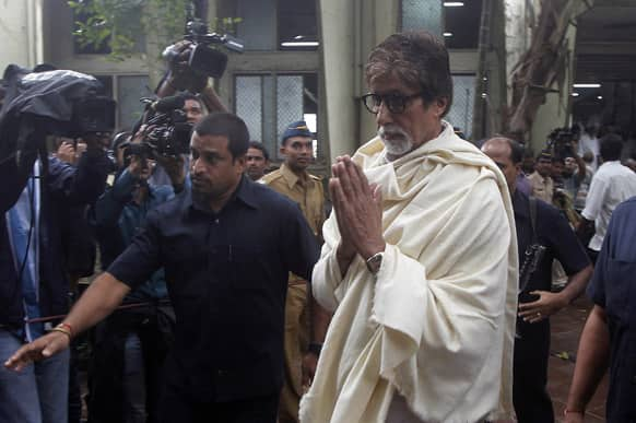 Amitabh Bachchan arrives for the funeral of legendary actor Pran in Mumbai. Pran, who played some of Bollywood's most memorable villains in a career that spanned six decades, died of pneumonia at a Mumbai hospital Friday, his doctor said. He was 93.