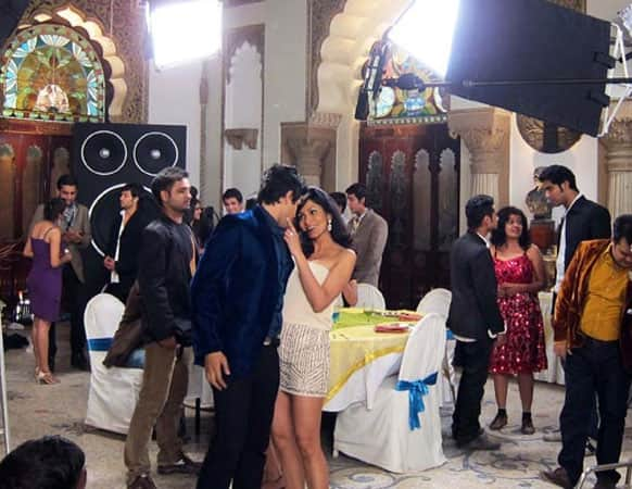Look what's happening on the sets of 'Grand Masti'.