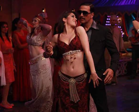 Akshay Kumar grooves to the music with a sexy siren in the movie 'Once Upon Ay Time In Mumbai Dobaara!'    Image Courtesy: Facebook by Bollywood's Biggest Fans Club