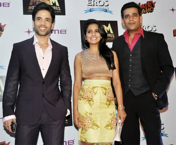 Tusshar Kapoor, Vishakha Singh prmote and Ravi Kishan at the 'Bajatey Raho' premiere.