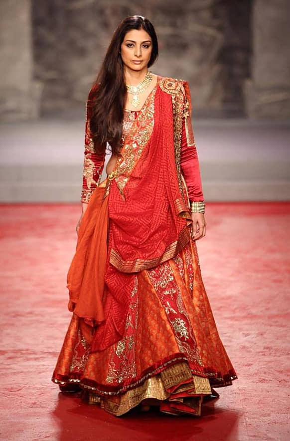 Tabu looked an epitome of ageless beauty as she walked the ramp for PCJ Delhi Couture Week 2013.
