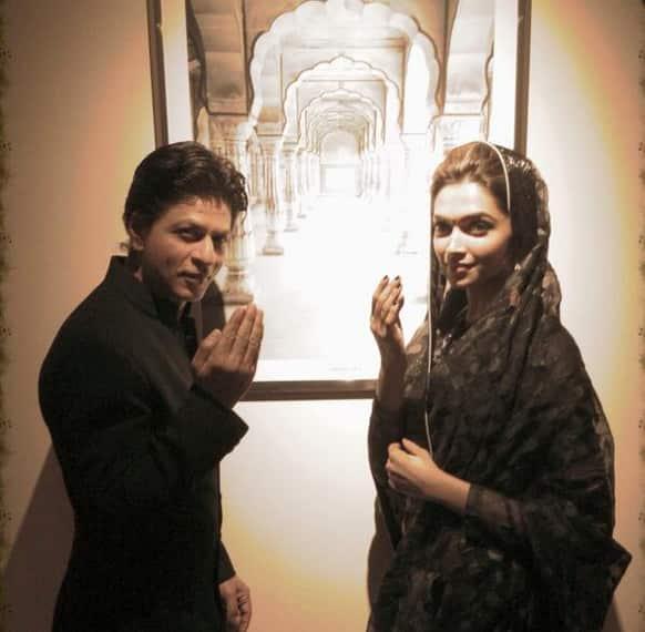 Shah Rukh Khan and Deepika Padukone promote Rohit Shetty's 'Chennai Express' in Dubai. Pic courtesy: @iamsrk