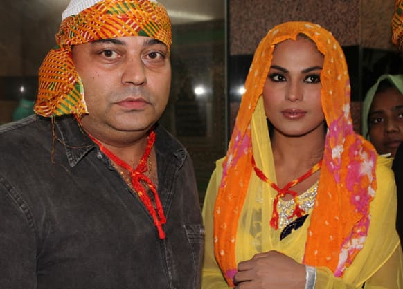 Veena prayed at the dargah for the success of her film.