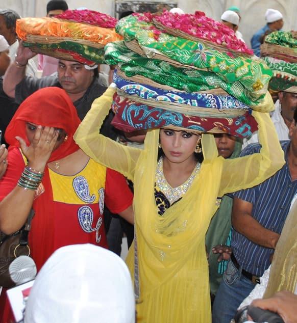 Pakistani actress Veena Malik visited Hazrat Khawaja Moinuddin Hasan Chisty Dargah recently.