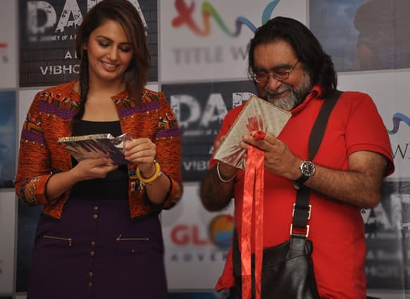 Huma Qureshi and adman Prahlad Kakkar at a book launch event. (Pic courtesy: Filmfare)
