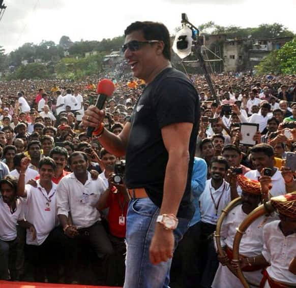 Madhur Bhandarkar at Dahi Handi for Janmashtami, Pic Courtesy: @mbhandarkar268