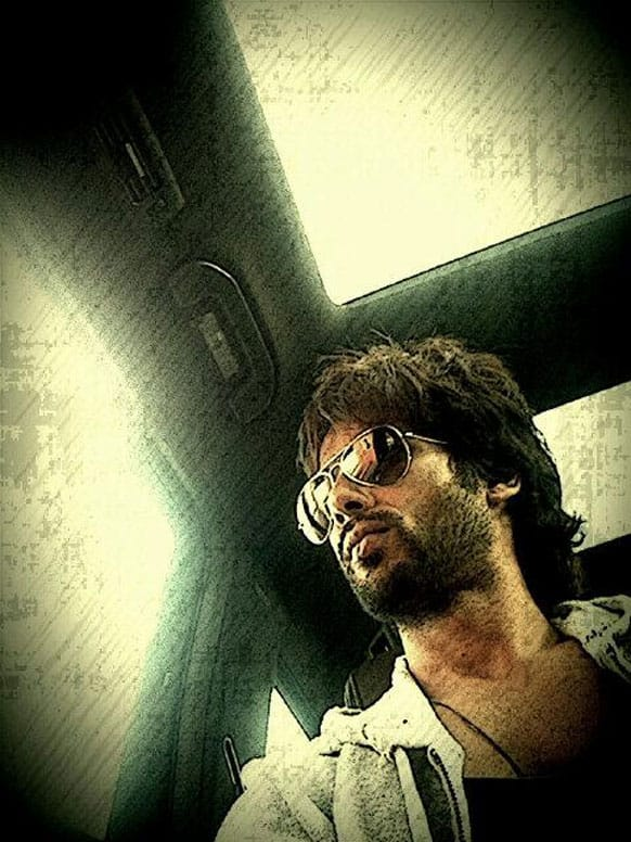 Shahid Kapoor posted a pic of himself stuck in the notorious Mumbai traffic @ShahidKapoor