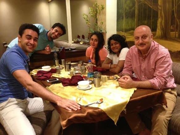 'Gori Tere Pyaar Mein' crew gorges on Gujarati food. Pic Courtesy: @AnupamPKher