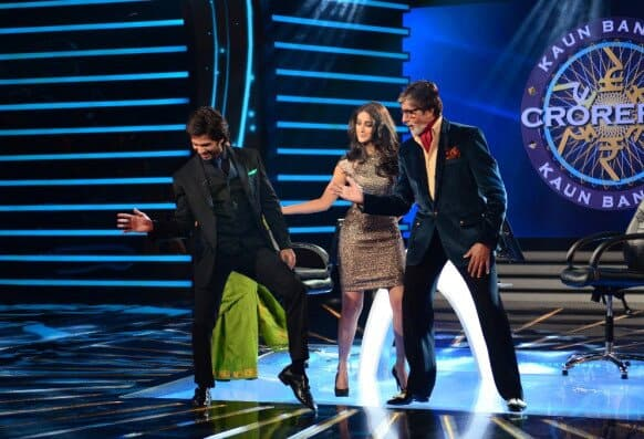 Amitabh Bachan shakes a leg along with Shahid Kapoor and Illeana D'cruz.    Pic Courtesy: @SrBachchan