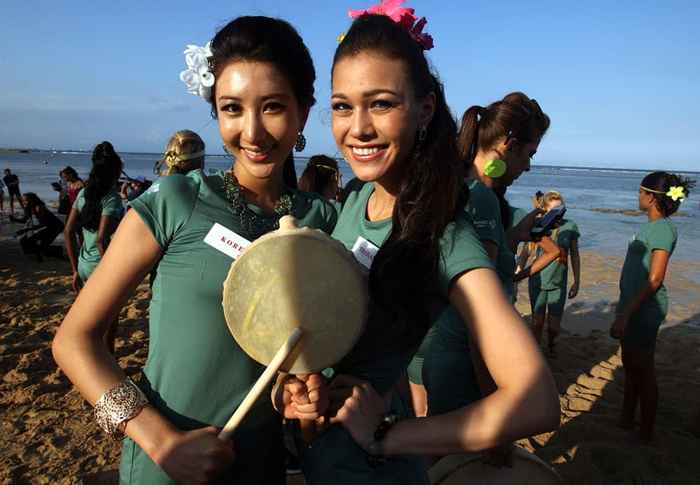 Miss World Pageant contestants, South Korea's Park Min-ji, left, and Thailand's Kanyaphak Phokespmboon pose for photo during a beach games in Nusa Dua, Bali, Indonesia.